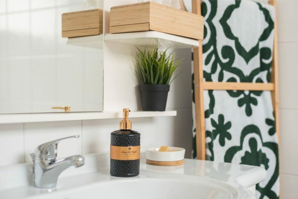 Kalamata Top Rooms FIL27 Comfortable spacious apartment at central position. Bathroom 1 detail