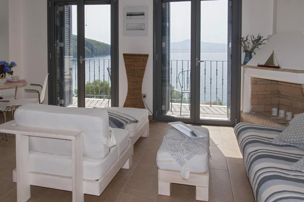 Kitries Cove,, Alcmini, Living Room