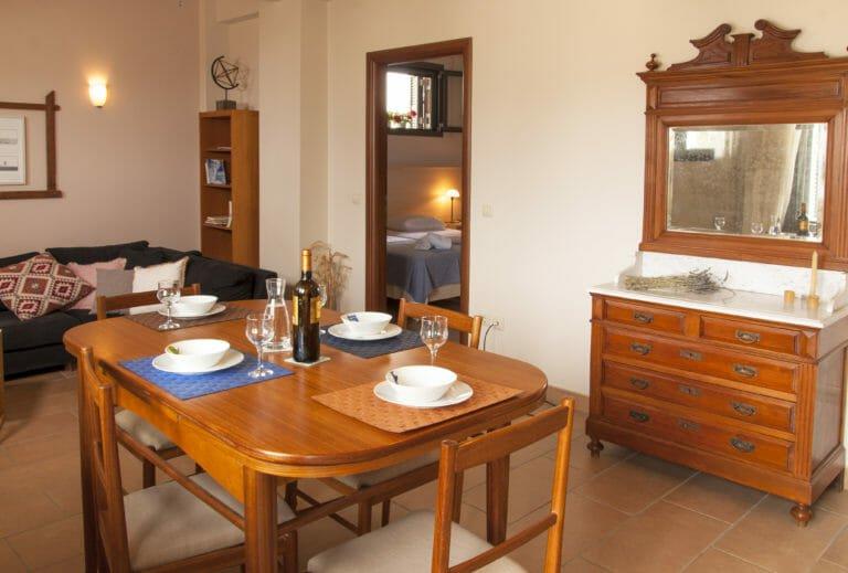 Kitries Cove, Kyveli Dining Table