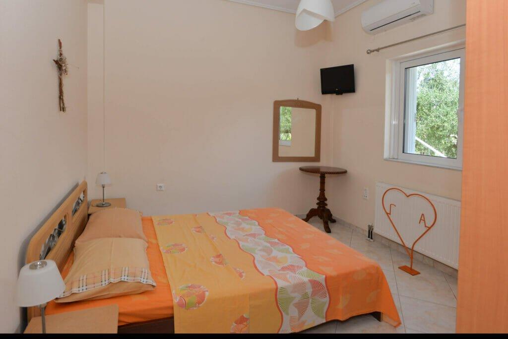 Santova Hill apartment 'Cute' bedroom 1, queen size bed