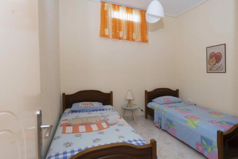 Santova Hill apartment 'Cute' bedroom 2 beds