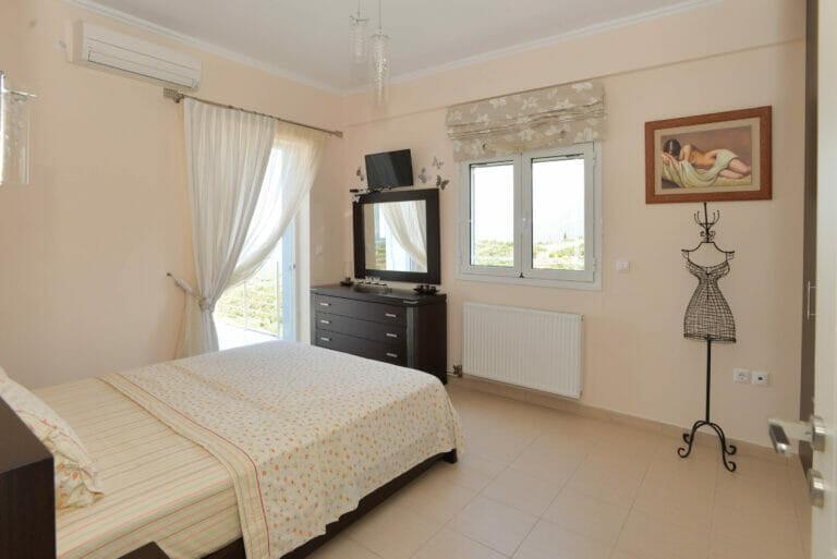 Santova Hill apartment 'Luxi, queen size bed, bedroom 1, west balcony